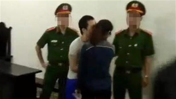 Tử tù Thọ sứt kéo tay hôn nhanh bạn gái cũ