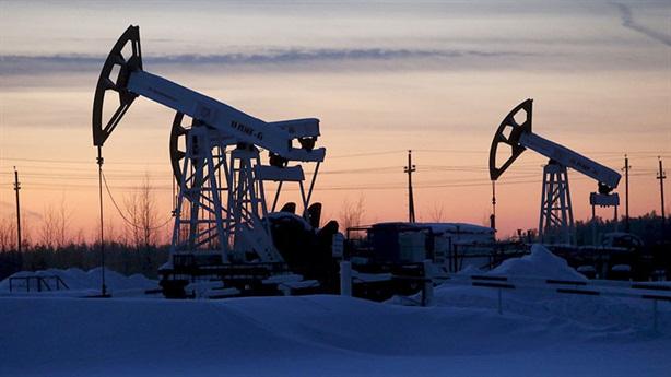 Giá dầu lên 100 USD/thùng, Nga lại vướng lời nguyền dầu mỏ?