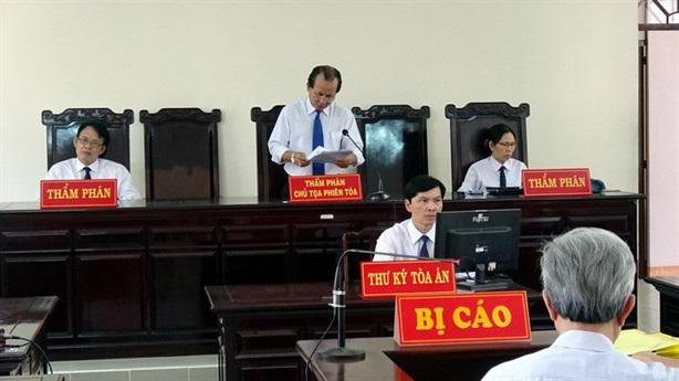 Tạm đình chỉ thẩm phán xử Nguyễn Khắc Thủy: Tiết lộ mới