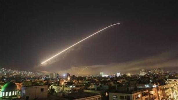 Pháp tính toán gì khi học Mỹ trừng phạt Syria?