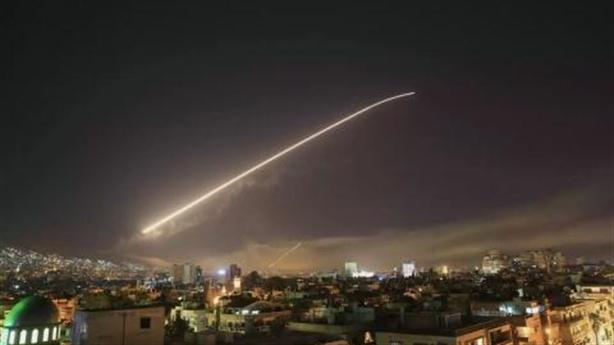 Mỹ không kích, phòng không Syria bất lực hay không đáp trả?