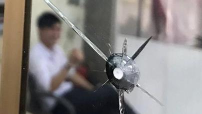Tòa án có vết bắn nghi đạn: Viên bi trẻ bắn chim