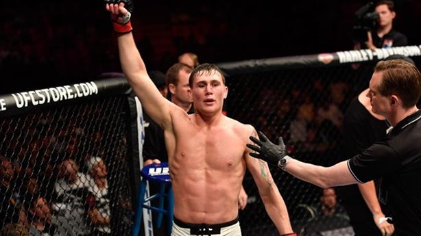 Tranh cãi nóng ở trận tâm điểm UFC 130