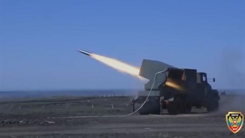 Vũ khí khủng khiếp DPR dội lửa vào quân chính phủ Ukraine