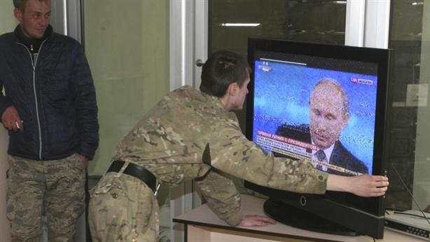 Ông Putin hứa giúp Donbass khỏi bị Ukraine tấn công