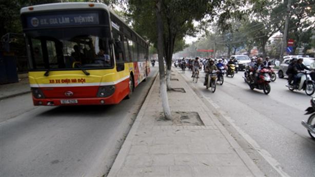 Làn riêng cho buýt thường đường Nguyễn Trãi: Tranh luận nóng