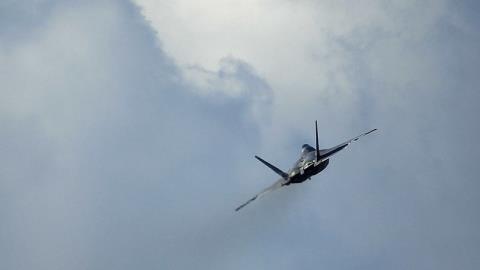 Mỹ lạnh lùng không kích SAA, dội gáo nước lạnh Damacus?