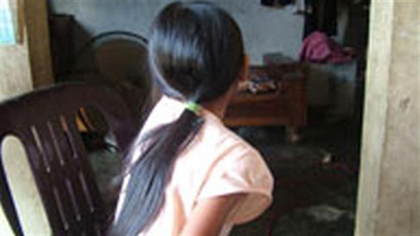 Kẻ đồi bại hãm hại bé gái: 'Lần sau sang nữa nhé'