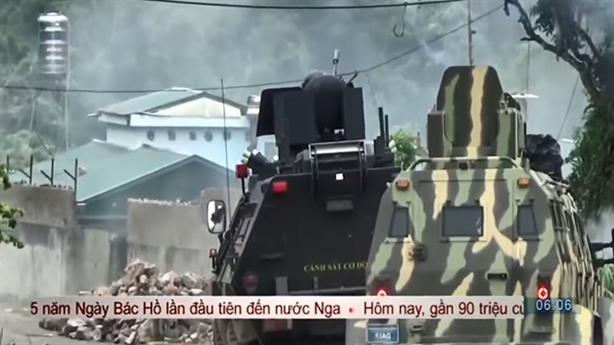 Cặp xe bọc thép phối hợp làm nhiệm vụ tại Lóng Luông