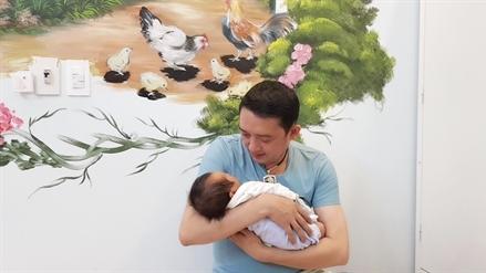 Chiến Thắng khoe đảm đang chăm con, yêu vợ ba