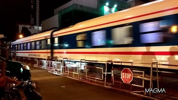 Báo cáo gấp tàu lửa suýt lao vào nhau ở Nha Trang