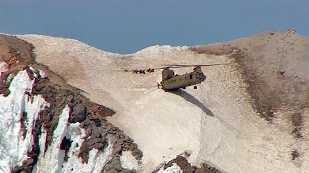 Kĩ thuật trực thăng Mỹ: Gác đầu vào vách núi cứu nạn
