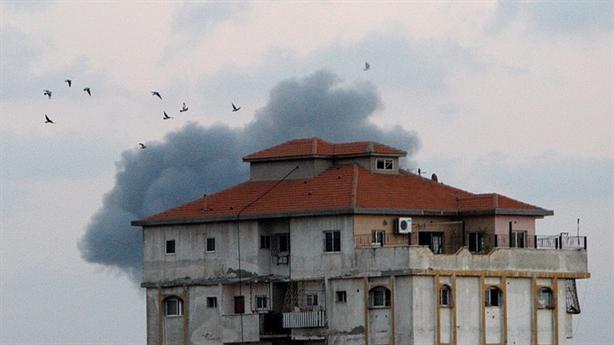 Israel không kích đáp trả phong trào Hamas ở Dải Gaza