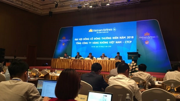 Bộ GTVT mua 164,7 triệu cổ phiếu Vietnam Airlines: Sai sách?