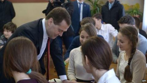 Đằng sau việc Ukraine lên án Thủ tướng Nga tới thăm Crimea