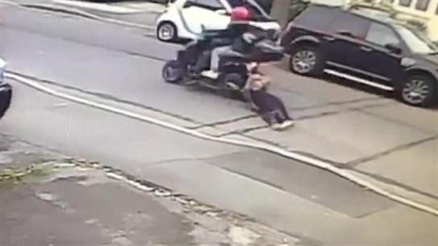 Người bị kéo lê vẫn quật ngã trộm: Không màng nguy hiểm!