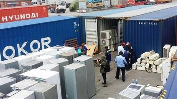 Nguy cơ VN thành bãi thải: Buộc tái xuất 5 container