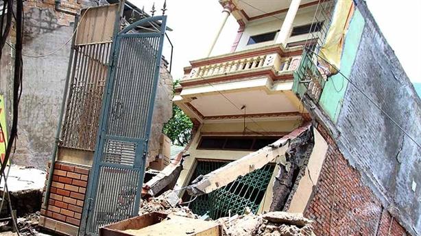 Hàng chục ngôi nhà Hòa Bình bị lũ cuốn: Do đất yếu