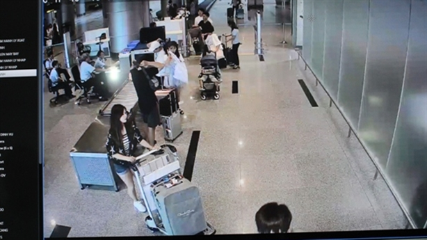 Sự thật vụ khách Trung Quốc phải chi tiền khi nhập cảnh