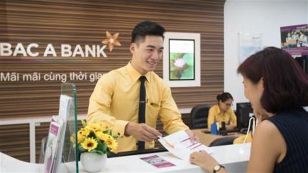 Ngân hàng giảm phí để khách hàng hưởng lợi