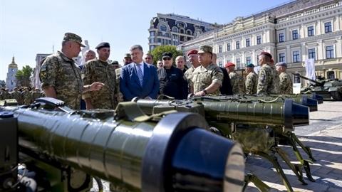 Ukraine dọa Nga khi khoe kho vũ khí chống tăng cực mạnh