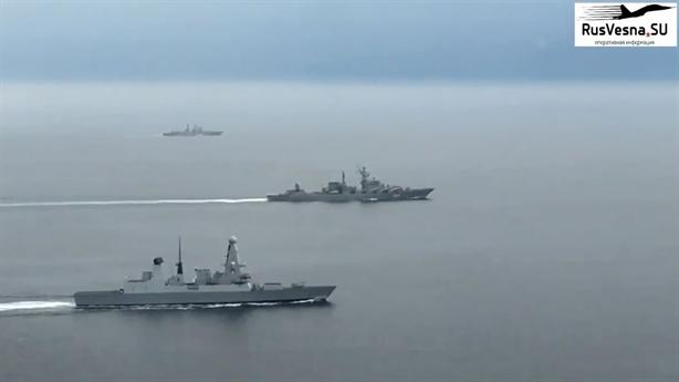 Tuần dương hạm Nga bị tàu Anh áp sát khi đến Syria