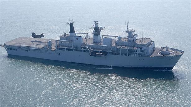 Tàu đổ bộ HMS Albion đánh bại tên lửa hành trình