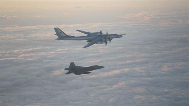 Mỹ dùng tiêm kích tàng hình buộc Tu-95 quay đầu