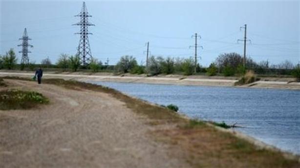 Cắt nguồn cung cấp nước, Kiev chính thức từ bỏ Crimea