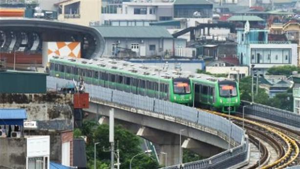 Tranh cãi gần 700 người phục vụ 13km đường sắt trên cao
