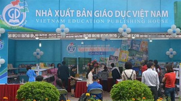 Độc quyền SGK lỗ, sếp NXB Giáo dục vẫn nhận lương khủng