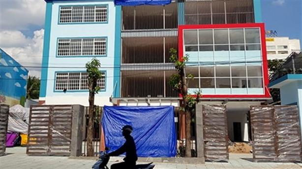 Trường học xây trái phép tại trung tâm TP: Giải thích lạ