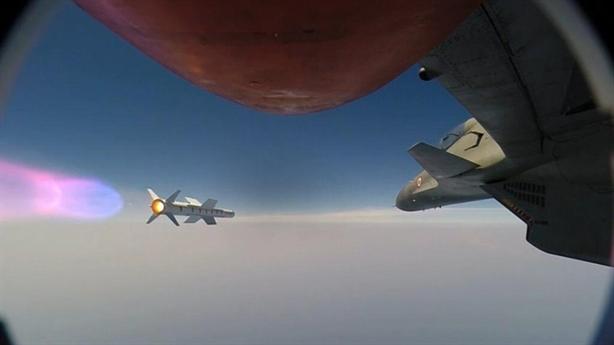 Tiêm kích Su-30MKI đánh chặn bằng tên lửa Astra