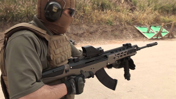 Nga tố Mỹ trộm cắp khi sản xuất AK không xin phép