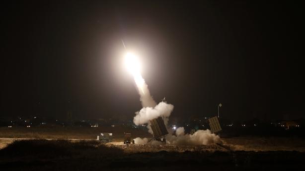 Iron Dome tê liệt, Israel hứng trọn mưa tên lửa?