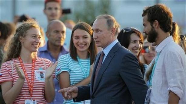 Từ thảm sát tại Crimea, hiểu lý do ông Putin trảm tướng!