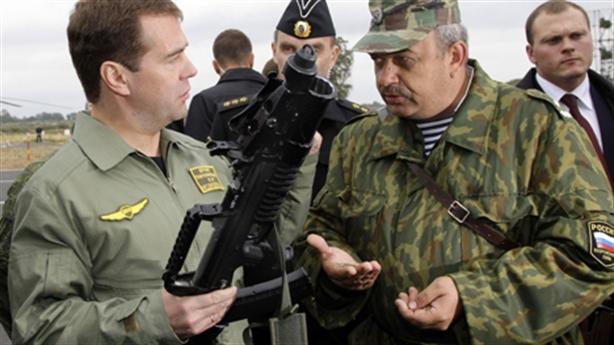 Quân đội Nga trang bị súng lưỡng cư cực tối tân