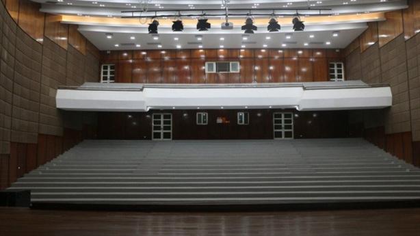 Nhà hát huyện hơn 100 tỷ đắp chiếu: Bất ngờ nguyên nhân