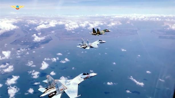 Lần tập trung lực lượng hiếm có của Su-30MK2 Việt Nam