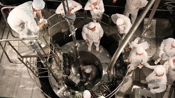Nga hạ thủy một phần trạm điện hạt nhân nổi
