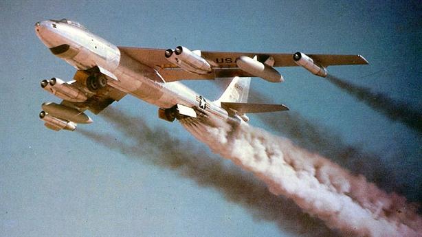Mỹ mất bom hạt nhân sau cú va chạm khủng khiếp