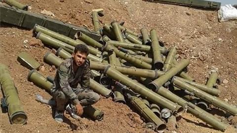 Chỉ có ở Syria:Tên lửa chống tăng bắn như đạn đại liên