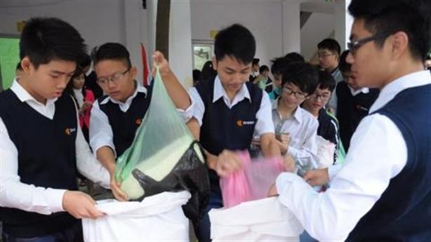 Trường kêu gọi tặng phong bì nhân ngày 20-11: Xúc động...