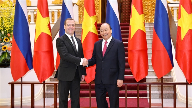 Thủ tướng Nga kết thúc chuyến thăm Việt Nam