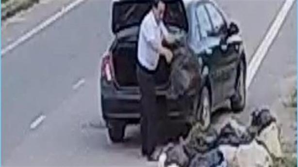 Cựu cán bộ lái ôtô vứt rác trên đường: Nhà nhiều rác...