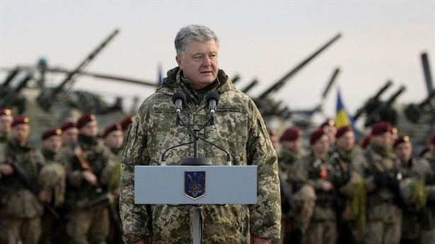 Ukraine quyết định thiết quân luật, ông Trump lên tiếng nóng