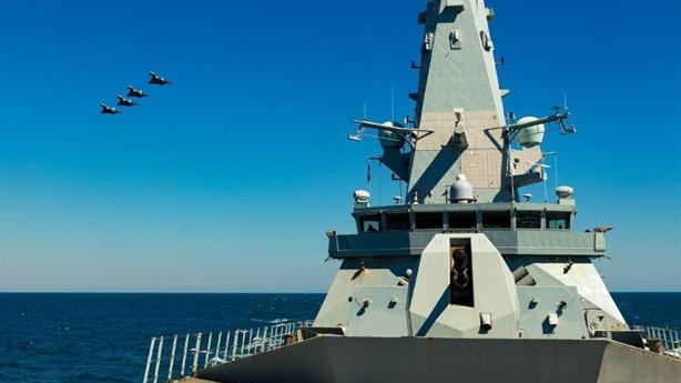 Nguyên nhân Nga dễ cạo đầu HMS Duncan tại Biển Đen