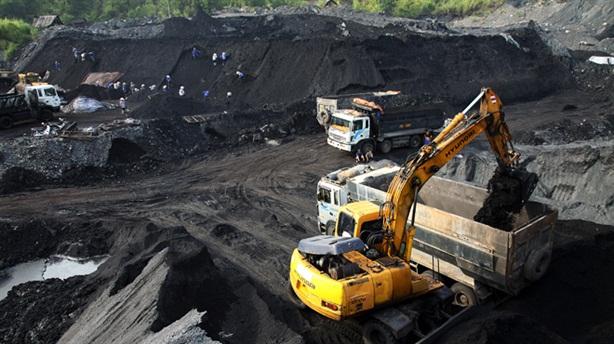 Nhiệt điện kêu 'đói' than: Sao lại độc quyền bán than?
