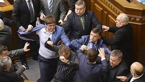Bất đồng xung đột Kerch-Azov, thứ trưởng Ukraine đánh nghị sĩ