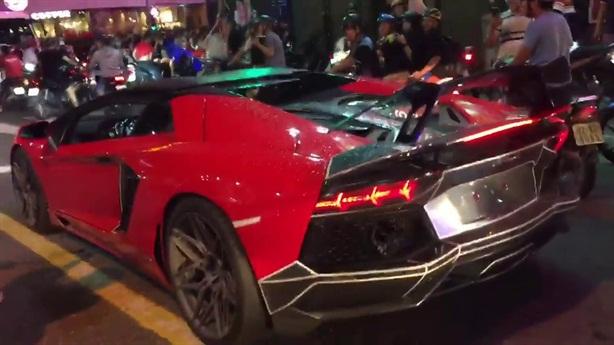 Lý giải nguyên nhân siêu xe Lamborghini bốc cháy khi đi bão